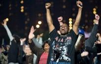 Ảnh cử tri ăn mừng chiến thắng của ông Obama