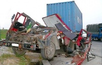 SOS - ôtô đầu kéo container