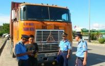 Tăng cường kiểm soát xe chở khách, xe container