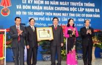 Văn phòng Thành uỷ đón nhận huân chương Độc lập hạng ba