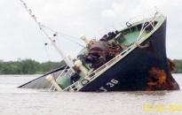 Cứu 7 thuyền viên gặp nạn trên biển