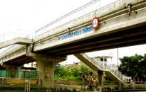 Cấm các phương tiện lưu thông qua cầu vượt Đông Hải