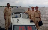 Kịp thời cứu 4 người bị nạn trên sông