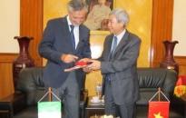 Chủ tịch Dương Anh Điền tiếp đại sứ Ý