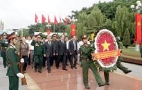 Phó thủ tướng Nguyễn Thiện Nhân viếng đài liệt sỹ Hải Phòng