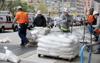 Nước Mỹ nín thở chờ siêu bão Sandy