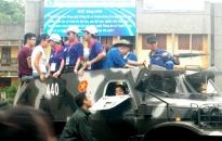 Quân đội điều động hàng trăm xe đặc chủng ứng phó bão