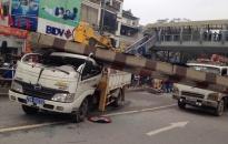 Xe công cố tình lên cầu vượt, 3 người bị thương nặng