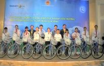 Trao 20 chiếc xe đạp tặng trẻ em nghèo