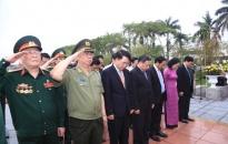 Lãnh đạo TP dâng hương Đài tưởng niệm AHLS và tượng nữ tướng Lê Chân