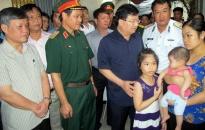 Phó thủ tướng Trịnh Đình Dũng thăm hỏi gia đình trung úy Nguyễn Bá Thế