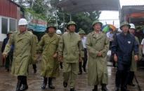 Phó thủ tướng Vương Đình Huệ kiểm tra công tác phòng chống bão số 3