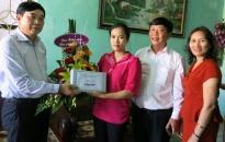 Chủ tịch UBMTTQVN TP thăm giáo viên và ngư dân hoàn cảnh khó khăn