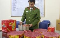 Nhân dân giao nộp 12kg pháo