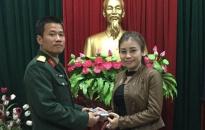 Trung uý quân đội quật ngã hai tên cướp iPhone 6