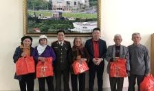 Công ty CPĐT TNG Holdings Việt Nam-Báo An ninh Hải Phòng: Trao quà hộ nghèo tại xã Đại Bản-huyện An Dương