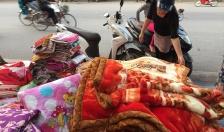 Chăn ga giá rẻ bày bán vỉa hè