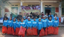 Phòng cảnh sát hình sự CATP: Thăm, tặng quà học sinh tại Bản Chấu, Nà Lay, Sảng Mộc (Thái Nguyên)