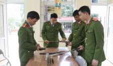 Công an phường Hòa Nghĩa (quận Dương Kinh) Vận động nhân dân giao nộp 4 khẩu súng