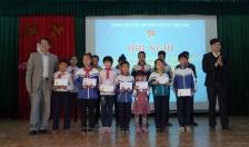 Huyện đoàn Vĩnh Bảo: Trao 64 suất quà tặng đoàn viên dịp Tết Nguyên đán