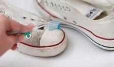 Hướng dẫn làm sạch giày vải trắng