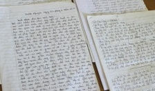 Phía sau những lá thư viết từ trại giam
