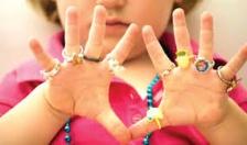 Lưu ý khi đeo trang sức cho trẻ
