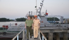 Đại tá Nguyễn Quốc Hùng, Phó giám đốc CATP kiểm tra công tác phòng chống cơn bão số 6