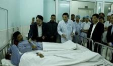 Phó chủ tịch UBND thành phố Lê Khắc Nam thăm hỏi các nạn nhân vụ nổ lò thép tại Công ty Dragon