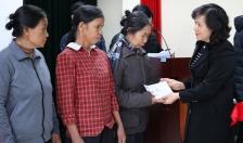 Bảo hiểm xã hội thành phố: Tặng quà Tết 50 hộ nghèo huyện Vĩnh Bảo