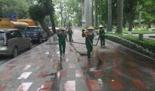 Để thành phố sạch đẹp hơn trong mùa Lễ hội Hoa Phượng đỏ