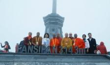 Hàng trăm đại biểu và Phật tử Vesak 2019 tham dự lễ cầu an trên đỉnh Fansipan