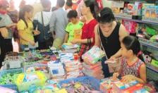 Sôi động thị trường đồ dùng học sinh