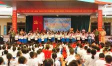 Phòng CSGT đường thủy - Hội phụ nữ - Đoàn thanh niên CATP: Trao tặng quà nhân dịp năm học mới