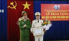 Chi bộ Phòng PC09 – CATP: Trao tặng Huy hiệu 30 năm tuổi Đảng đợt 7-11 cho Thượng tá Hà Văn Tuấn