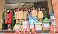 Đội Cảnh sát Giao thông Trật tự - Công an quận Hồng Bàng thăm, tặng quà tại Làng trẻ mồ côi Hoa Phượng