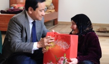 Phó Chủ tịch UBND TP thăm, tặng quà các gia đình chính sách tại quận Đồ Sơn