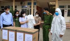 Phòng Cảnh sát môi trường – CATP: Trao 200 bộ đồ bảo hộ tặng Bệnh viện CATP