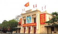 Đường phố Hải Phòng rợp trời sắc đỏ mừng ngày thống nhất đất nước