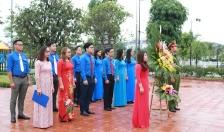 Ban Thường vụ Thành đoàn dâng hương, báo công tại Đền Chủ tịch Hồ Chí Minh