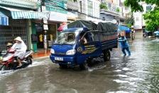 Nhiều tuyến đường phố ngập sâu sau trận mưa lớn