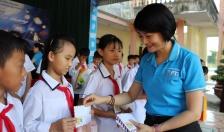 Công ty Bảo hiểm Bưu điện Hải Phòng - Báo An ninh Hải Phòng: Trao 100 suất quà Trung thu tặng học sinh Trường THCS Minh Tân