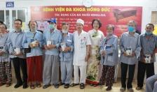 Bệnh viện đa khoa Hồng Đức & Câu lạc bộ Hồng Đức: Trao quà tặng gần 100 bệnh nhân cao tuổi