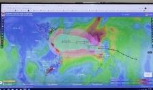 Chủ động ứng phó với bão số 8 và tập trung cứu trợ đồng bào miền Trung