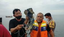 Indonesia xác nhận máy bay Boeing-737 chở 62 người lao xuống biển
