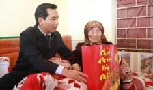 Chủ tịch Uỷ ban MTTQ Việt Nam thành phố thăm, tặng quà gia đình chính sách, hộ nghèo huyện Thuỷ Nguyên