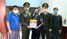 Chi đoàn Phòng An ninh Kinh tế: Thăm hỏi, tặng quà Tết người già neo đơn, hộ khó khăn trên địa bàn quận Lê Chân