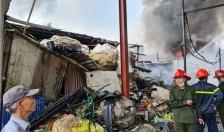 Khống chế đám cháy phế liệu rộng 600m2 tại đường Trần Tất Văn, quận Kiến An