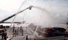 Diễn tập phương án chữa cháy tàu tại cảng Nam Hải Đình Vũ