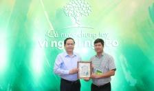 Công ty CP Nhựa Thiếu niên Tiền Phong: Tiếp tục ủng hộ đồng bào miền Trung và Quỹ Vì người nghèo tổng số tiền 2 tỷ đồng